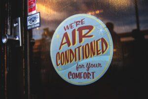 sanificazione di climatizzatori nei luoghi pubblici